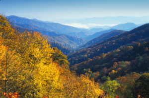 Newfound Gap in Smoky Mountains in automn - Article Onze